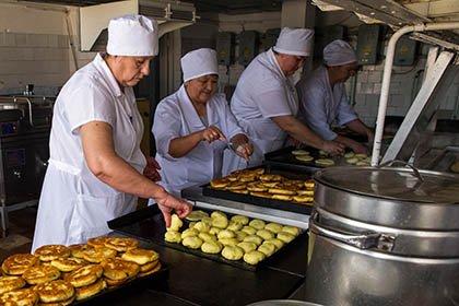 Доля работающих поспециальности граждан России составила 56,8%