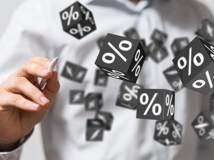 Максимальная ставка топ-10 банков порублевым вкладам вновь снизилась