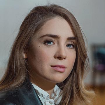 актриса из рекламы райффайзен банка кэшбэк на все
